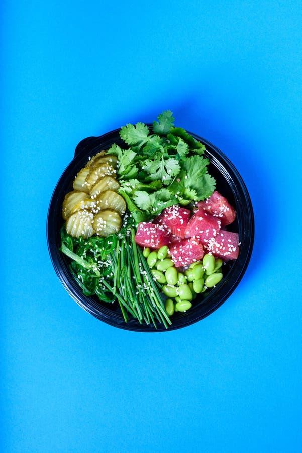 Hawaiische vegetarische Stoßschüssel mit Thunfisch und edamame Essfertig stockbild