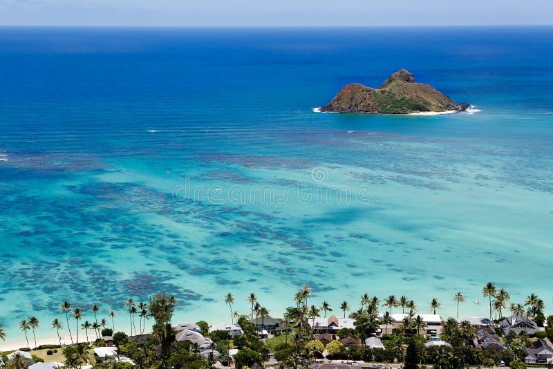Hawaje ` s Mokulua wyspy na Pacyficznym oceanie obrazy stock