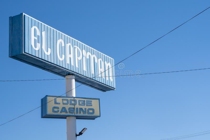 Hawthorne, Nevada - Juli 13, 2019: Sluit omhoog van Gr Capitan onderbrengen en Casino Het motel wordt bezeten door Travelodge doo royalty-vrije stock afbeeldingen