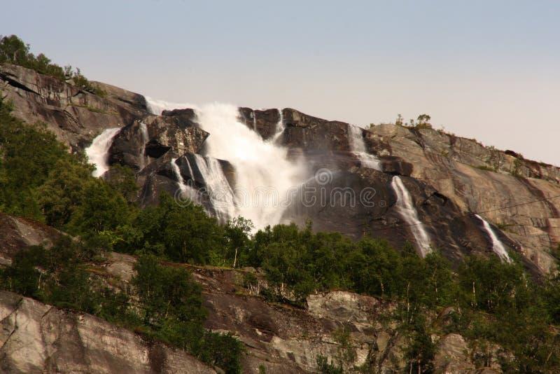 Hay centenares de cascadas hermosas en Escandinavia foto de archivo libre de regalías