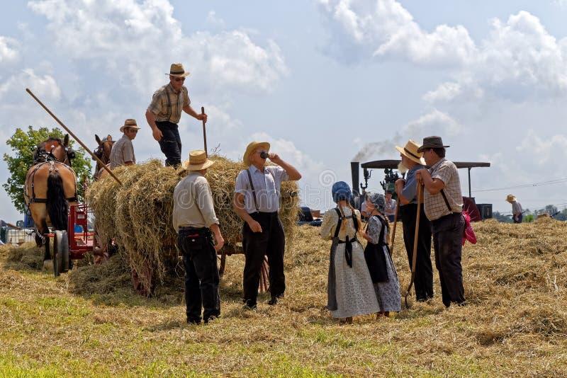 Hay Crew Takes een Onderbreking royalty-vrije stock fotografie
