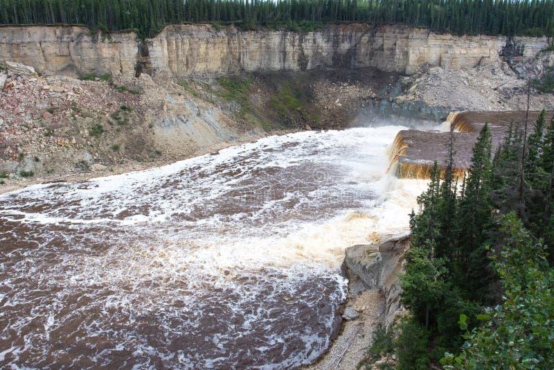 Hay River Louise Falls en el parque territorial de la garganta de Twin Falls, territorios del noroeste, NWT, Canadá fotos de archivo libres de regalías