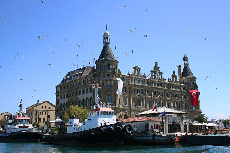 Haydarpasa Bahnstation und Haydarpasa Kanal lizenzfreie stockbilder
