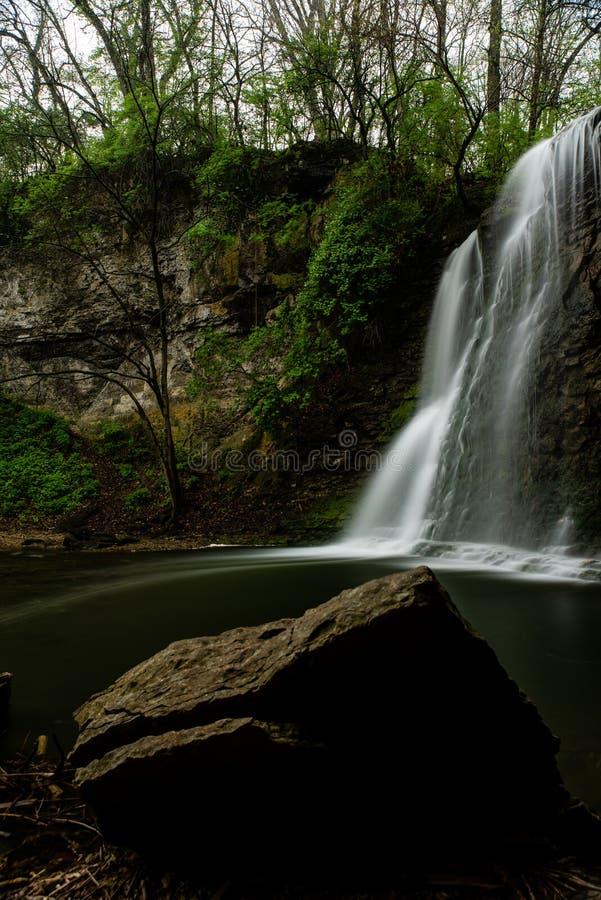 Hayden Falls - cascada ancha en barranco - Dublín, Ohio foto de archivo libre de regalías