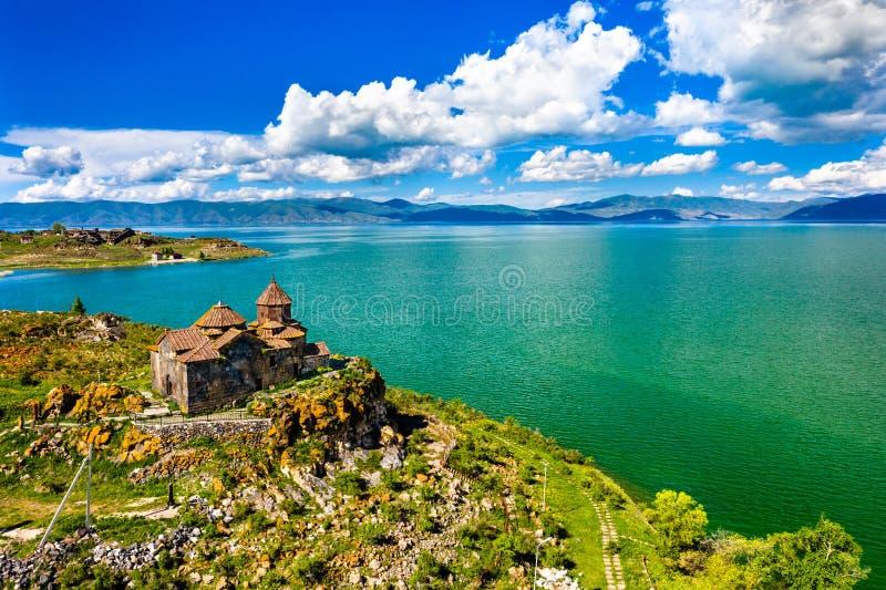 Hayravank-Kloster auf den Ufern von See Sevan in Armenien lizenzfreie stockbilder