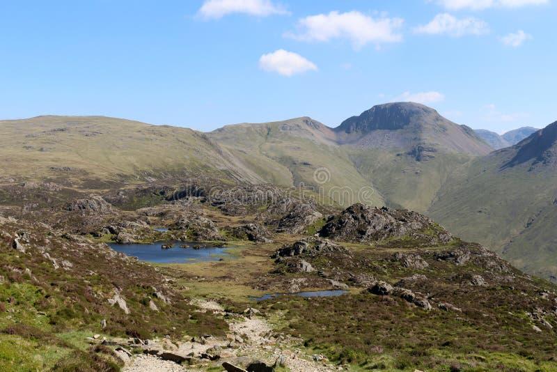 Haystacks, Innominate Tarn i Wielki Dwuokapowy Cumbria, fotografia stock