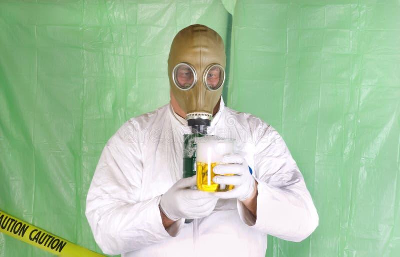 Hazmat衣物的人在去污房间 库存图片