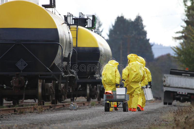 HAZMAT Team Members Investigate Chemical Disaster image libre de droits