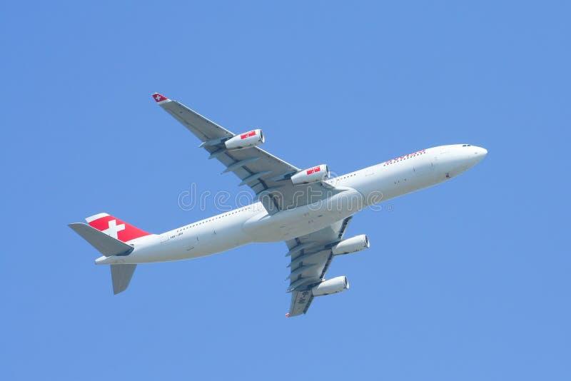 Hb-JMI Luchtbus A340-300 van Swissair, start stock foto