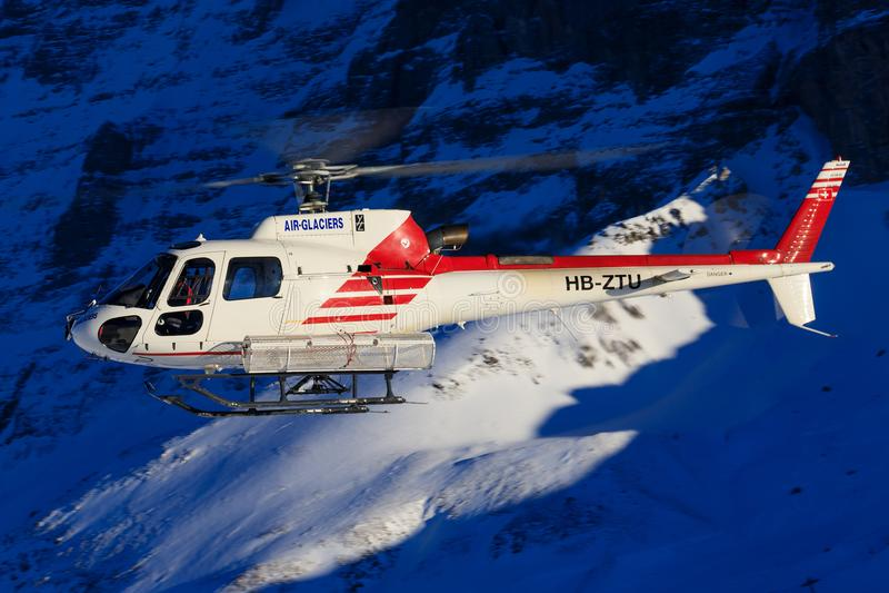 Hb-ZNJ AS350B3 door swissheli royalty-vrije stock fotografie