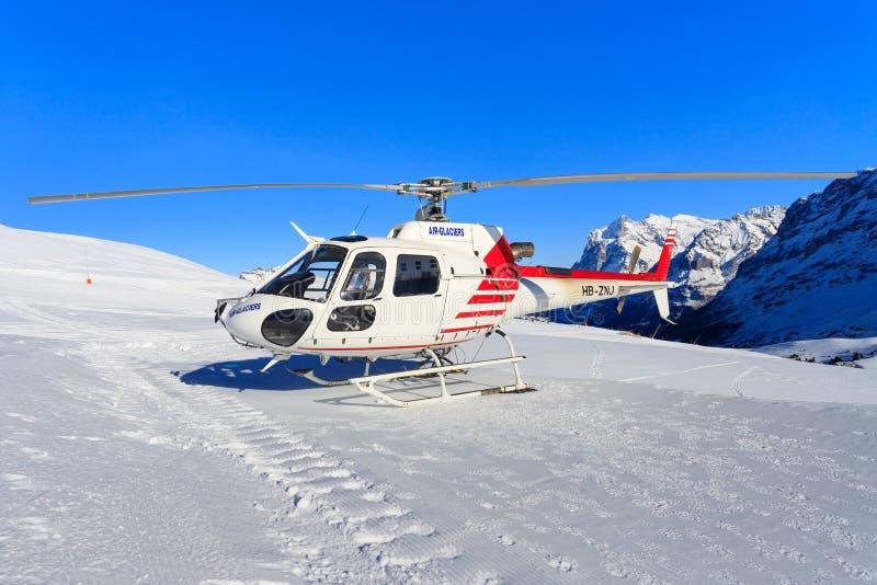 Hb-ZNJ AS350B3 door swissheli royalty-vrije stock foto's