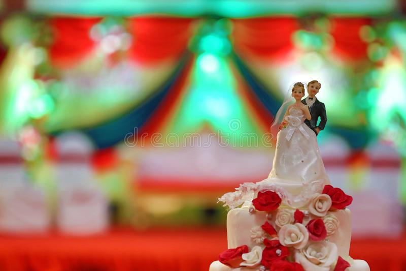 HD ściąganie doskonalić ślubnego torta obrazki zdjęcie royalty free