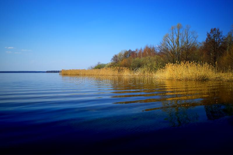 Hd предпосылки ландшафта реки подпора стоковая фотография rf