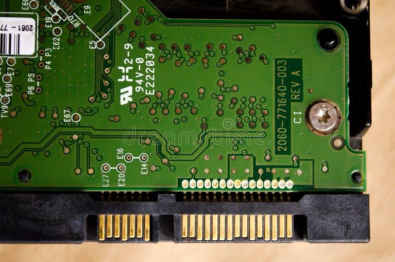 HDD IT-Technologien E Kabel auf dem Brett Abstrakter Hintergrund im Sepiaton Computer-Komponenten r lizenzfreie stockfotos