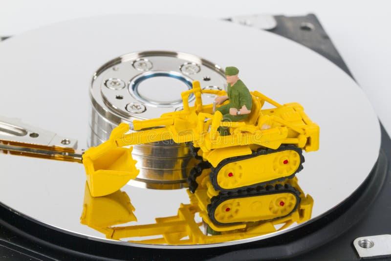 HDD z zabawkarskim śpioszkiem wspinającym się obrazy royalty free