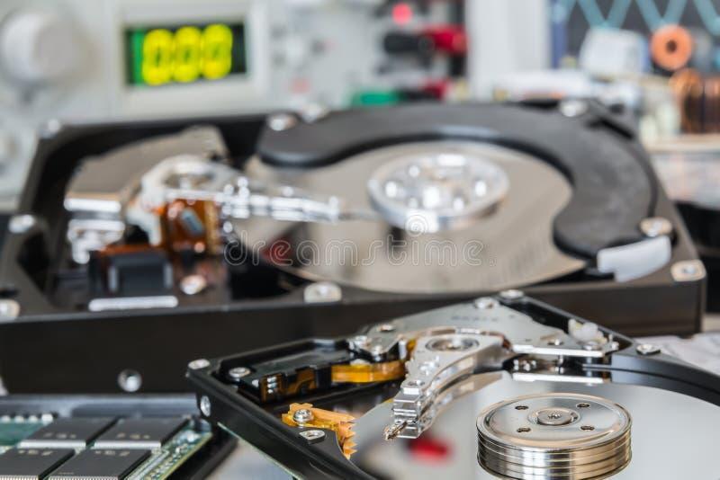 HDDs在测试实验室准备好数据补救或修理 免版税库存图片