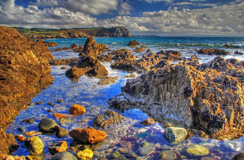 HDR-beeld - rotsachtige kust in de Atlantische Oceaan, Frankrijk stock foto's