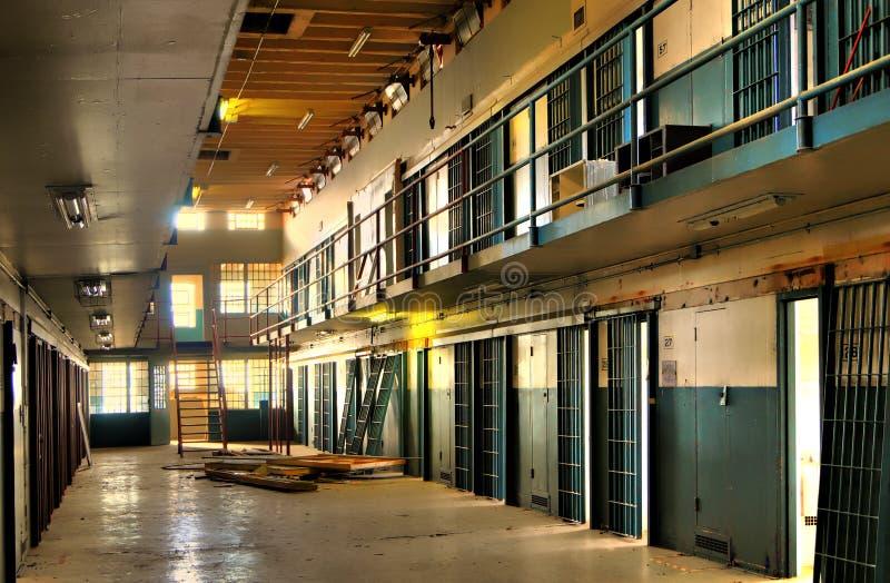 HDR de bloc abandonné de cellules de prison photo stock