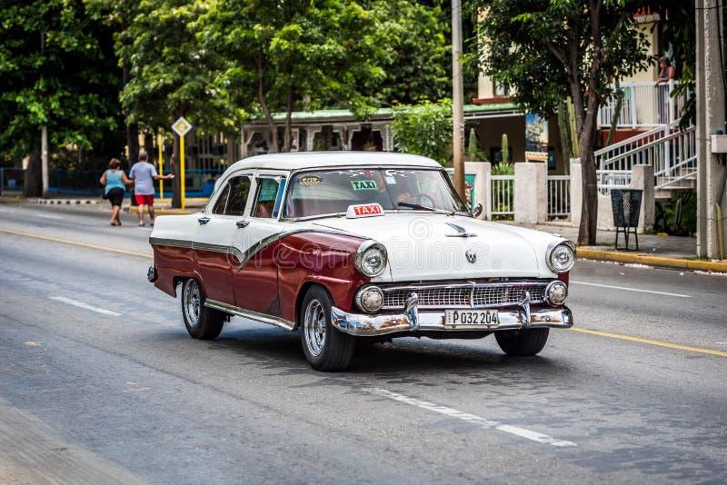HDR klassisk biltaxi drived i Havana Cuba arkivfoto