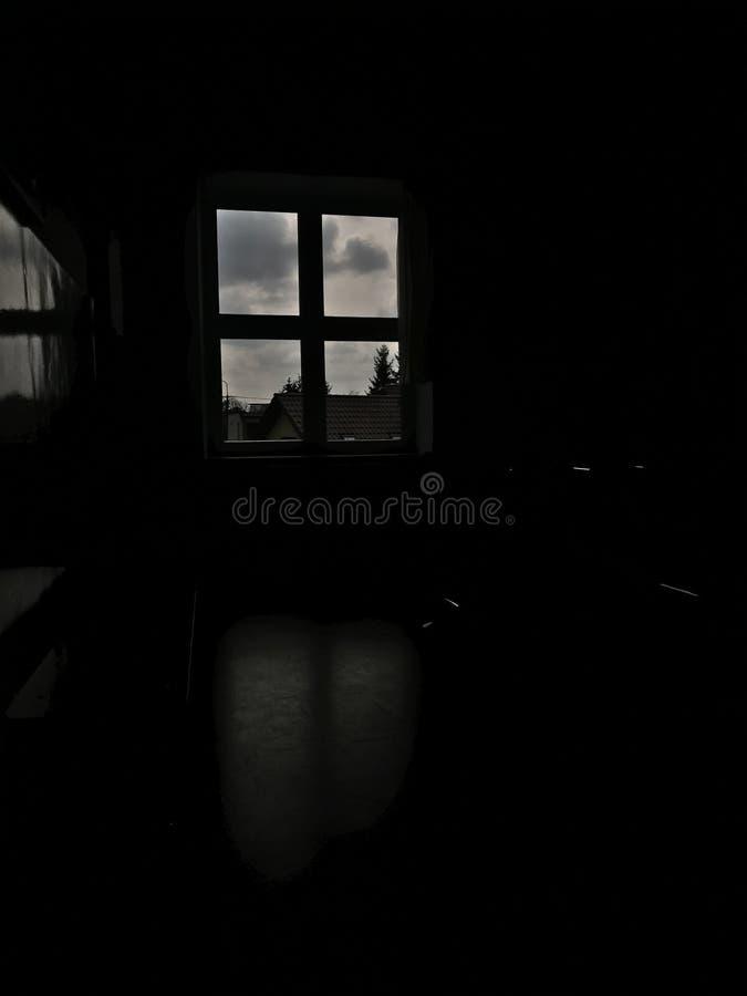 HDR mörkerfönster royaltyfri foto