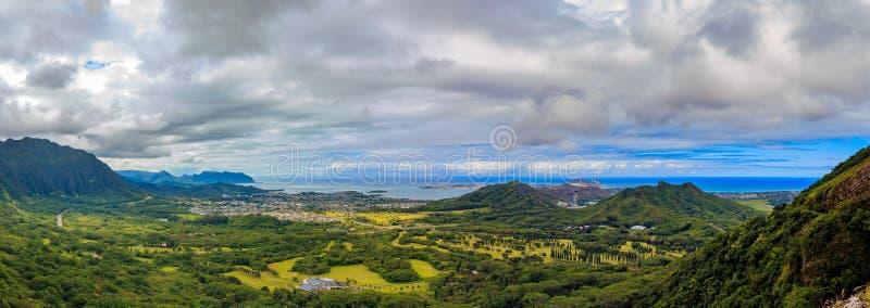 HDR panorama nad zielonymi górami Nu ` uanu Pali punkt obserwacyjny w Oah fotografia royalty free