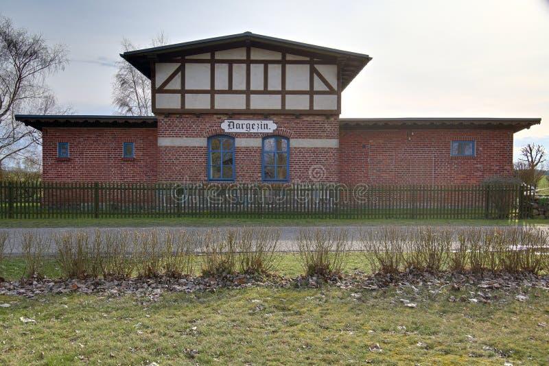 HDR-Schuss der historischen Bahnstation in Dargezin, Mecklenburg-Vorpommern, Deutschland lizenzfreies stockbild