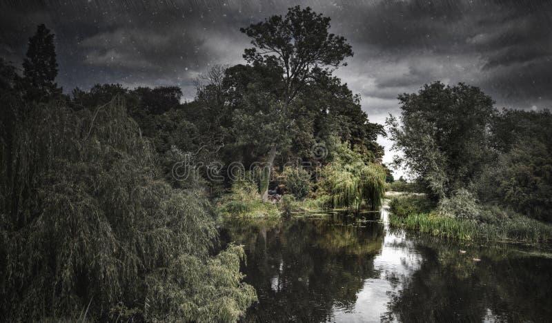 HDR tiré d'une scène déprimée de fleuve image stock