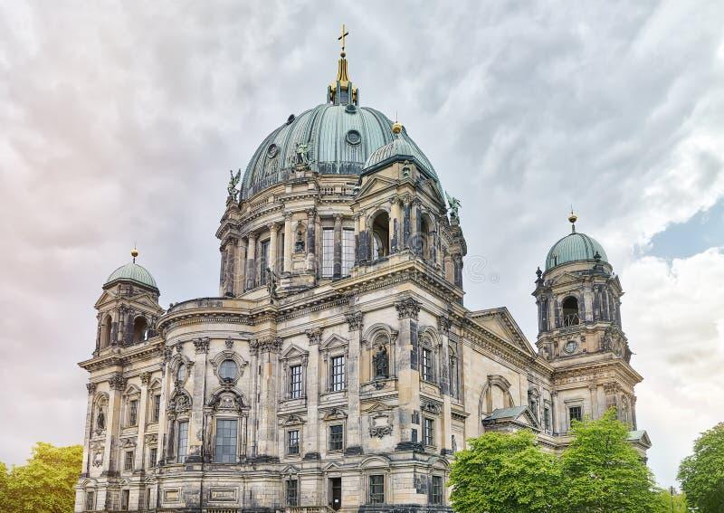 HDR tiró de los Dom del berlinés imagen de archivo