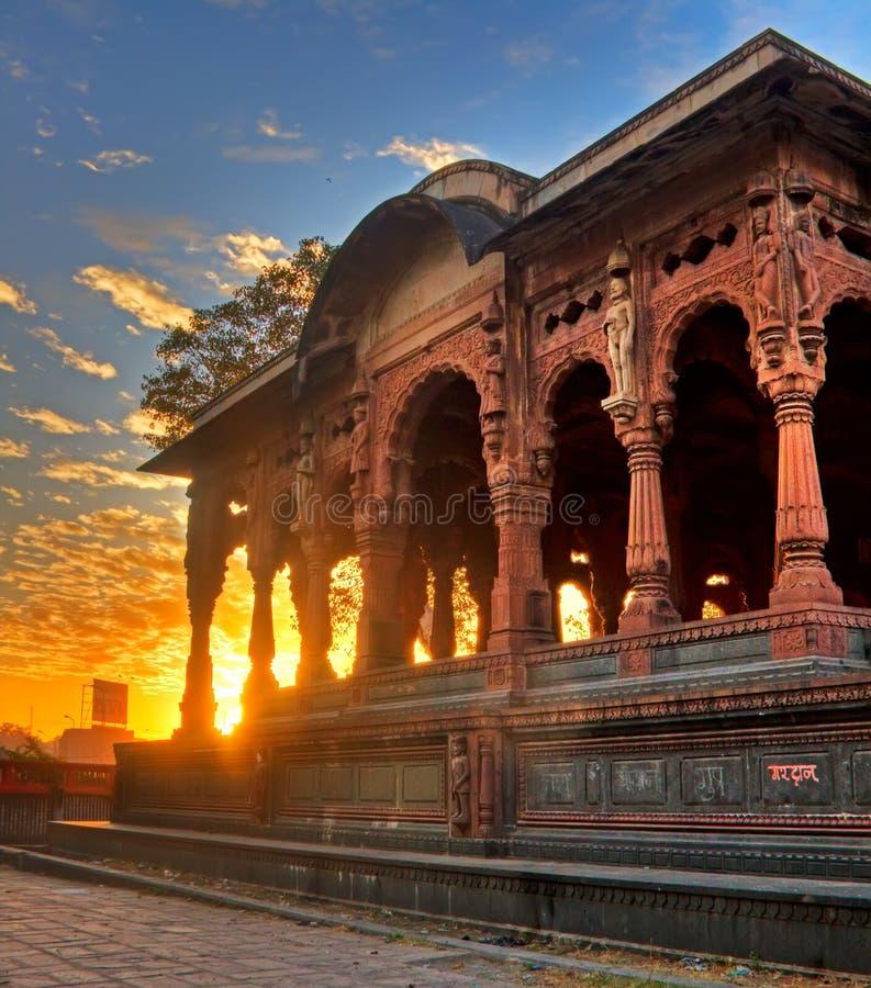 HDR van een paleis met de het toenemen zon achter het stock foto
