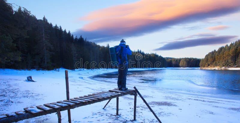 HDR-zonsondergang over de wintermeer royalty-vrije stock afbeeldingen