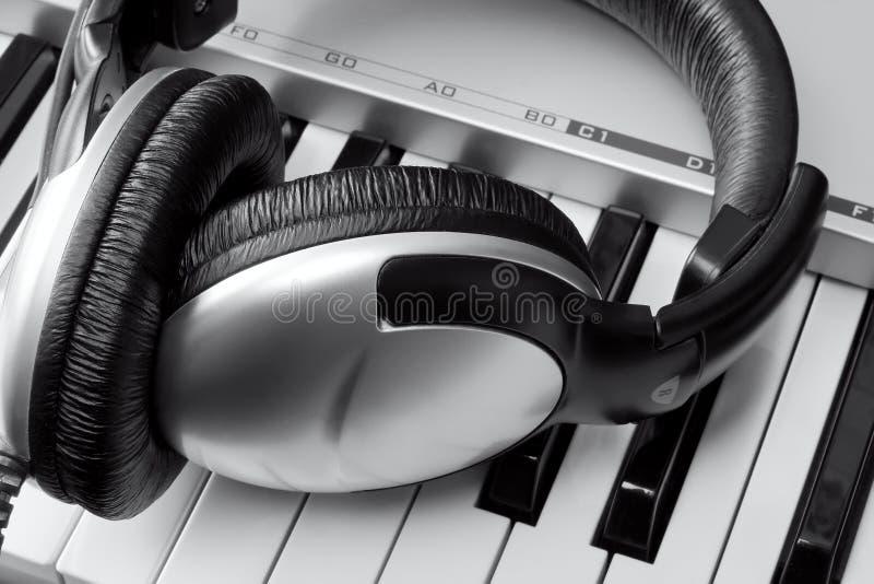 hełmofonów klawiatury syntetyk zdjęcie royalty free