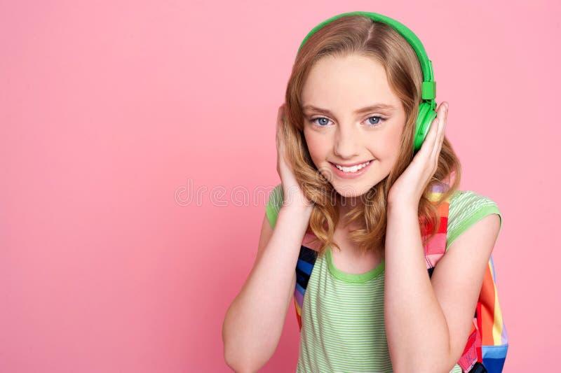 hełmofonu TARGET2790_0_ nastolatek muzyczny ładny fotografia stock