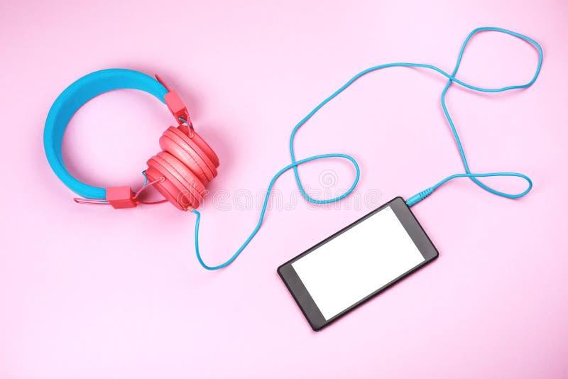 Hełmofony z telefonem komórkowym zdjęcie royalty free