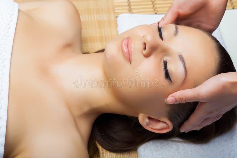 head massage arkivfoto