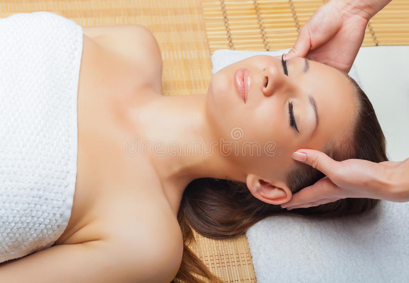Head massage royaltyfri foto