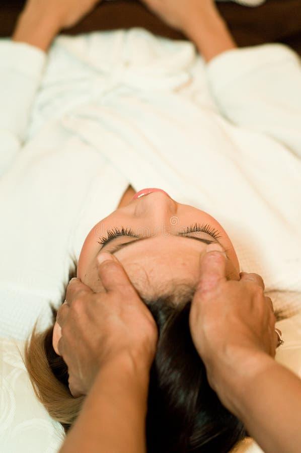 Head massage royaltyfria bilder