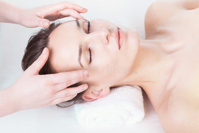 Head massage arkivbild
