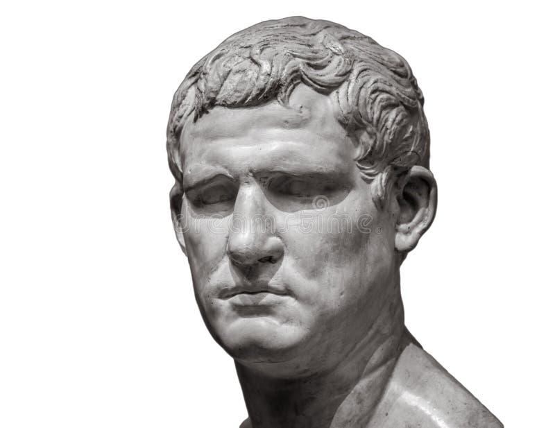 Head och skuldradetalj av den forntida skulpturen bakgrund isolerad white royaltyfria foton