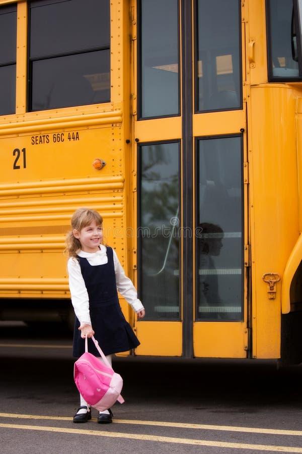 heading home av skolan arkivbilder