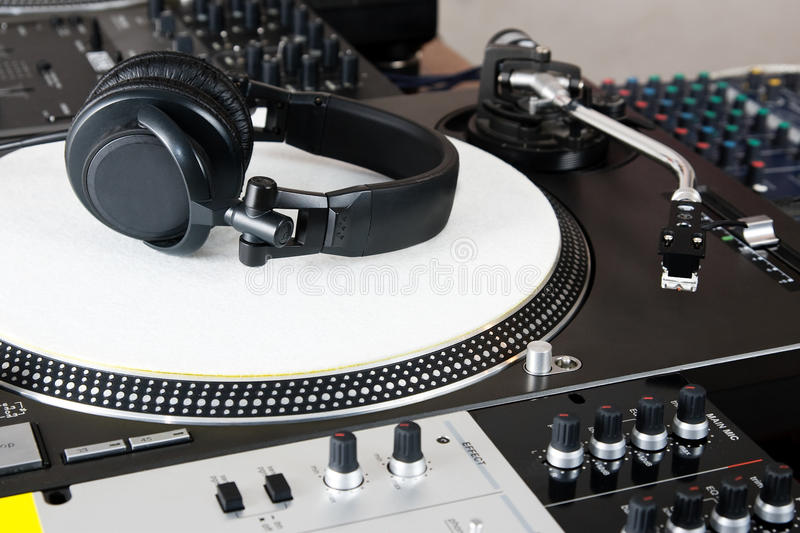 Download Headphones, Mixer And Turntable Stock Photo - Image: 26030152