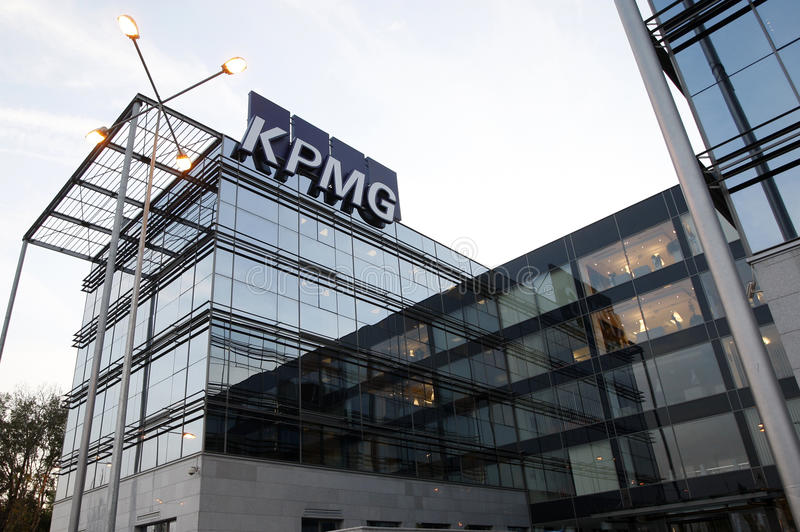 headquarters kpmg royaltyfri bild