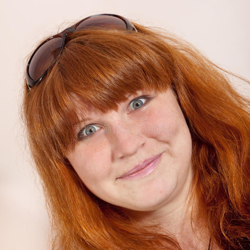 Headshot εύθυμος redhead στοκ εικόνα με δικαίωμα ελεύθερης χρήσης