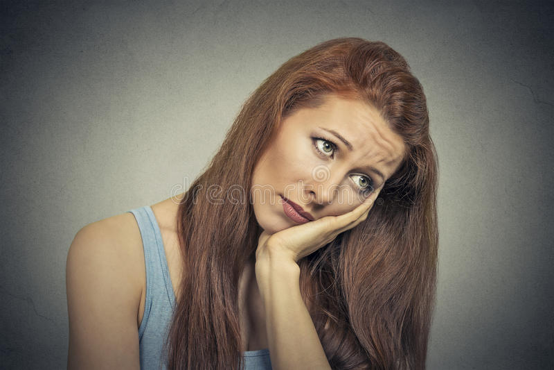 Headshot της λυπημένης νέας γυναίκας στοκ φωτογραφία με δικαίωμα ελεύθερης χρήσης