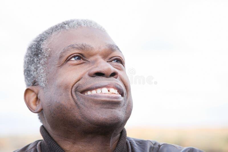 Headshot av en hög man royaltyfri foto