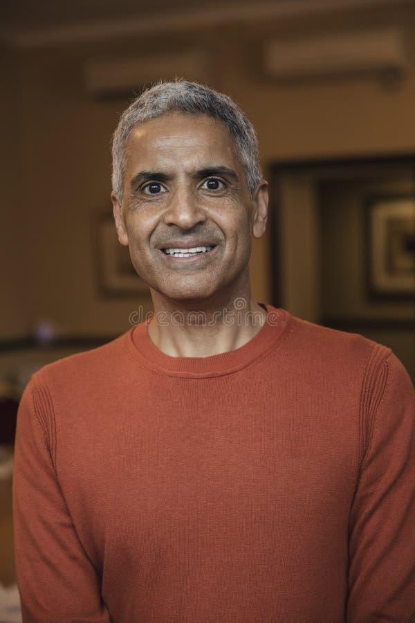 Headshot av en mogen manlig vuxen människa arkivfoton