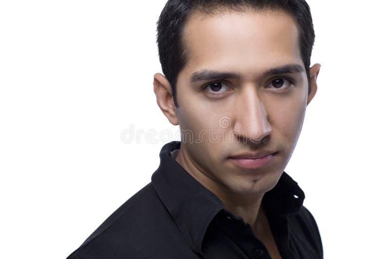 Headshot av en stilig latinamerikansk man royaltyfri fotografi