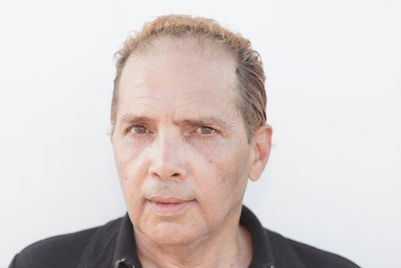 Headshot d'un mâle âgé moyen photo stock