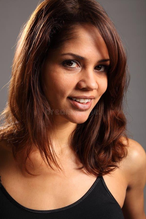 Headshot da mulher étnica nova bonita fotos de stock