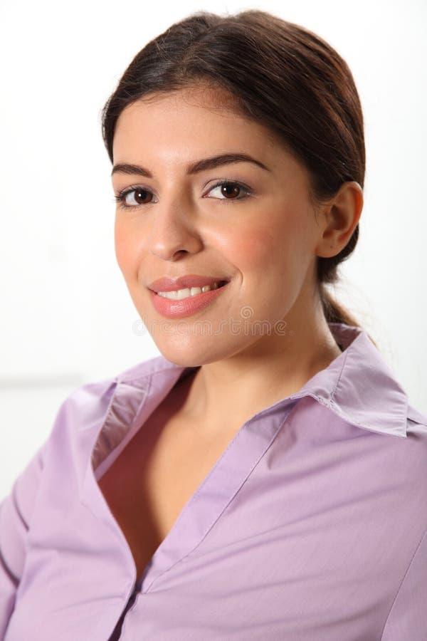 Headshot de belle jeune femme de sourire d'affaires photos libres de droits