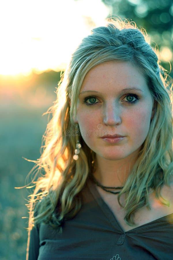 Download Headshot de femme photo stock. Image du teen, femelle, visage - 90086